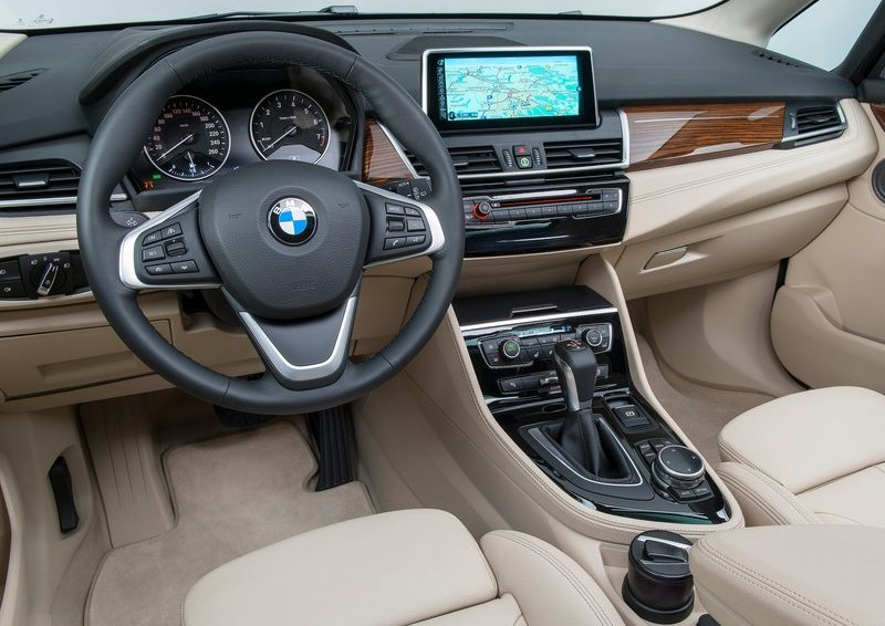 BMW-2-Series_Active_Tourer_2015_800x600_wallpaper_b2